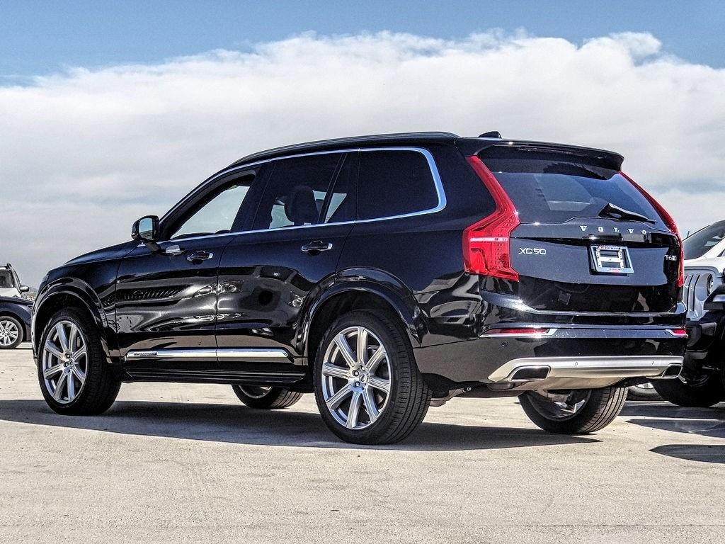 Pre-Owned 2017 Volvo XC90 T6 Inscription